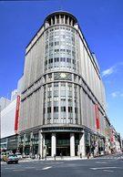 2004年にオープンした三越百貨店日本橋本店新館。