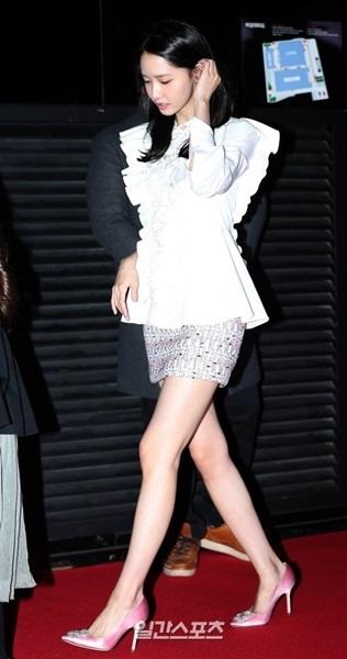 12日午後、ソウル永登浦区永登浦洞のCGV永登浦店で行われた映画『共助』VIP試写会に登場した少女時代のユナ。