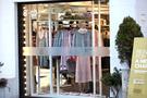 この春は淡いピンクや青みがかったピンクなど、様々な色合いのピンクが流行の兆し。人気SPAブランド「8IGHT SECONDS」には、今年のトレンドを意識しつつお手頃価格で手に入る商品が並びます。