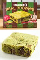 近年、韓国のお菓子業界でホットなのが、「抹茶&緑茶味」。日本人旅行者から人気の「Market O リアルブラウニー」(オリオン)にも、抹茶味(4個入り、3,000ウォン)が登場。濃厚な抹茶ケーキの中にチョコの塊が入っており、食感が楽しめる一品です。