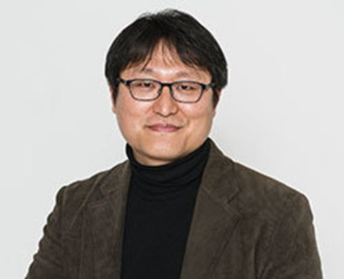 チョ・ジョンレ監督。