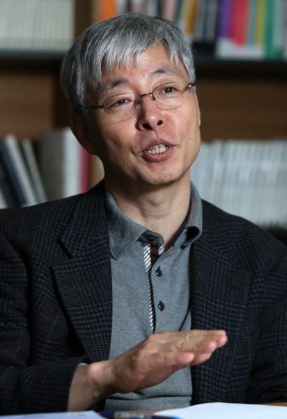 ソウル大学日本研究所のキム・ヒョンチョル所長は「低成長が始まると余裕がなくなり、革新はおろか基本的なところから問題が起こる」とし、「サムスン電子ギャラクシーノート7バッテリー事件もそれで起こったこと」と指摘した。