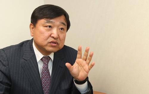 元知識経済部次官のアン・ヒョンホ氏(60)