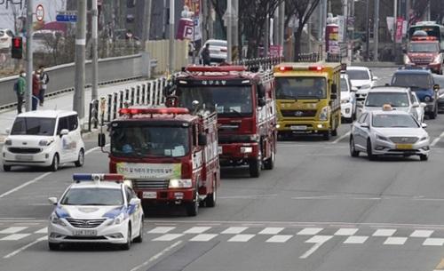 大邱(テグ)消防安全本部は今月22日、緊急車両が災害現場に迅速に出動できるようにするための訓練を実施した。