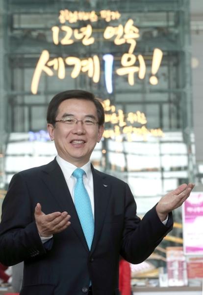 鄭日永社長は中国とシンガポールの空港の追撃で容易ではない経営環境だと話す。