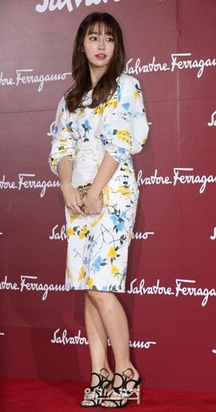 30日、ソウル獎忠洞新羅ホテルで行われたフェラガモの女性シューズコレクション発売記念イベントに参加した女優のイ・ミンジョン。