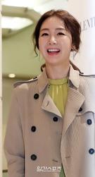 28日午後、ソウル新世界デパート江南店で開かれたバレンチノのオープン記念フォトイベントに登場した女優のチェ・ジウ。