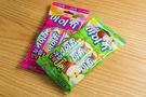 韓国のハイチュウとして人気のお菓子「マイチュー」は1,000ウォンです。3つセットになっているのでバラマキ土産としても良さそうですね。日本とは違う商品を扱う「韓国ダイソー」で、掘り出し物の韓国旅行のお土産に出会えるかもしれません。