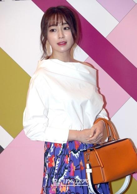 5日、ソウル江南区ギャラリア百貨店で開かれたイタリア衣類ブランドの発売記念イベントに登場した女優のイ・ミンジョン。