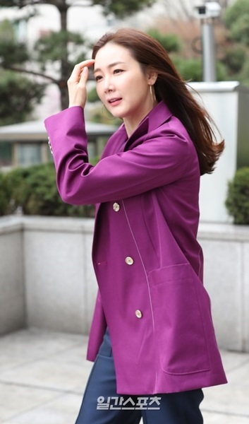 6日、ソウル狎鴎亭洞ギャラリア百貨店で開かれたフランス女性衣類ブランド「ニナ・リッチ」のオープニング記念イベントに登場した女優のチェ・ジウ。