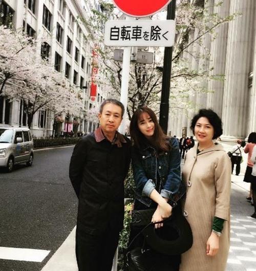 女優イ・ミンジョンと両親。