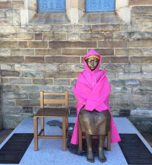 オーストラリア・シドニーのある教会に建てられた少女像。(写真=韓国挺身隊問題対策協議会の尹美香常任代表のフェイスブック)