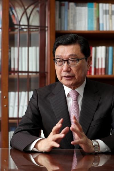 NEAR財団の鄭徳亀理事長は「全世界の外交安保のホットコーナーだと言える東アジアの数多くの問題を整理しながら韓国の国益に合う方向を設定するためにこの10年を送った」と話した。
