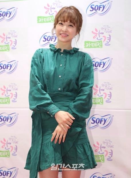 12日、ソウル麻浦区東橋洞で開かれた女性用品ブランドのサイン会に参加した女優パク・ボヨン。
