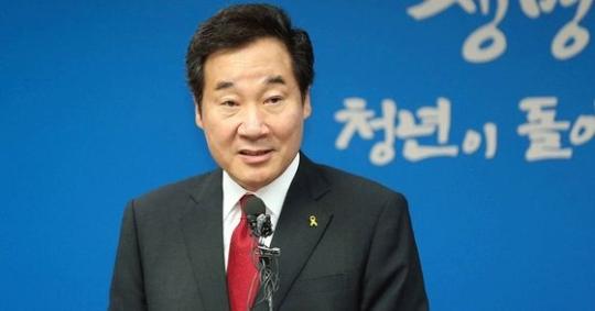 首相候補者に指名された李洛淵全羅南道知事が11日に道庁会見室で記者会見をしている。 (写真=全羅南道)