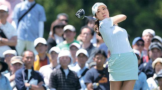 ミニスカートを着て日本ツアーに出場したアン・シネ。(写真=マニアリポート)