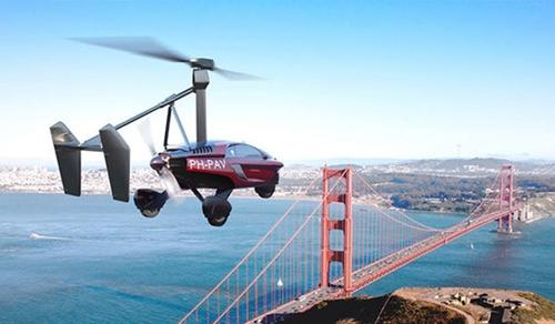 オランダ企業PAL-Vがヘリコプターと自動車を結合して開発した量産型飛行カー「リバティー」が試験飛行をしている。約3000万ウォンの予頭金を納入すればリバティーの予約注文が可能だ。リバティーは2018年に注文した顧客に引き渡される予定だ。(写真=中央フォト)