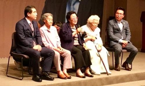 慰安婦被害者が8日「康京和外交部長官候補者を長官に任命しなければならない」と主張した。この日午後、ソウル中区プレスセンターで開かれた記者会見で発言している被害者のイ・ヨンスさん。