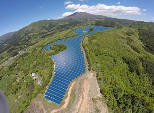 シャープが芙蓉総合リースとの共同投資で先月25日に宮崎県刈田郡七ヶ宿町で着工した大規模太陽光発電所の概要図。(写真=シャープ)