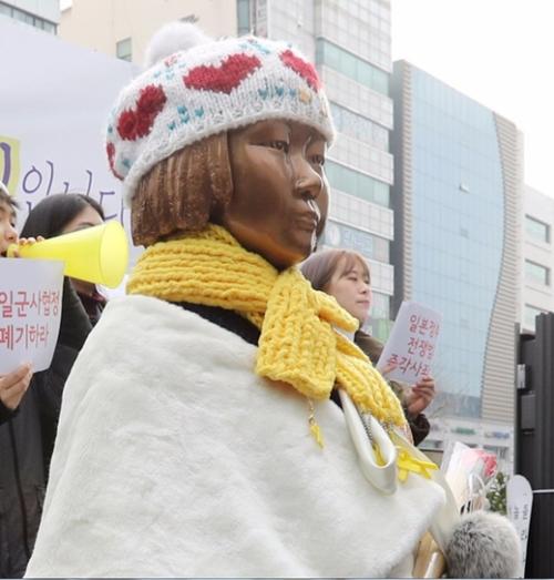 釜山東区、日本領事館前に設置させれた慰安婦平和の少女像