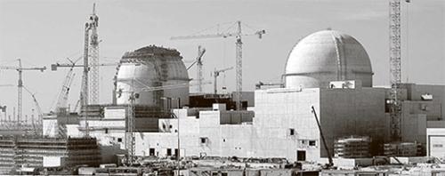 アラブ首長国連邦(UAE)に建設中のバラカ原発1・2号機。第3世代韓国標準型原子炉(APR1400)技術が適用されている。韓国は2009年にUAEに原発4基を建設する契約を結び、世界5番目の原発輸出国になった。(写真=中央フォト)
