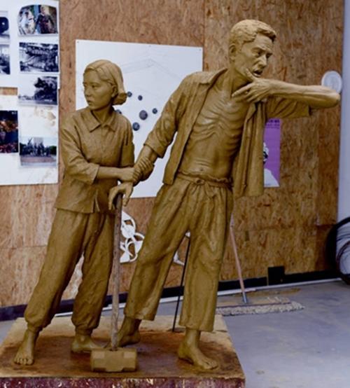 イ・ウォンソク作家が製作している「徴用労働者像」。8月12日、仁川冨平公園に建てられる。(写真=以遠席作家)