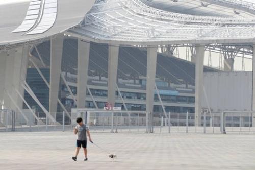 2014年に仁川アジア大会を行った仁川アシアードメーンスタジアムが大きな負債を抱え苦労の種に転落した。4700億ウォンをかけて新たぶ建てた仁川アシアードメーンスタジアムはアジア大会が終わった後、ただの1度もスポーツイベントが開かれていない。