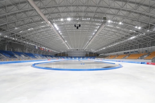 来年2月に平昌五輪スピードスケート競技が行われる江陵(カンヌン)スピードスケート競技場。撤去と維持をめぐり悩んだ末、昨年4月に維持することを決めた。しかし適切な事後活用案を準備できず五輪以降が問題だ。
