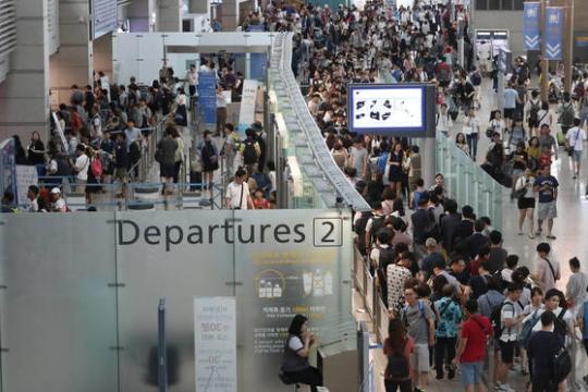 夏休みがピークに、仁川空港から過去最多10万人が出国。