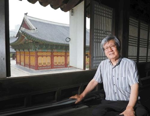 大韓帝国の本宮だった徳寿宮昔御堂2階で、李泰鎮ソウル大教授が「110年余り前、大韓帝国侵略を世界が違法だと判定した」と説明している。