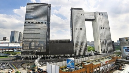ソウル龍山区ソウルドラゴンシティの建設工事が最終段階に入っている。10月にオープンするこのビルにはイビス系列の4-5つ星級ホテルが4つ入る。