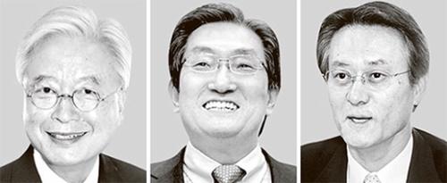 左側から趙潤済(チョ・ユンジェ)駐米大使、盧英敏(ノ・ヨンミン)駐中大使、李洙勲(イ・スフン)駐日大使。