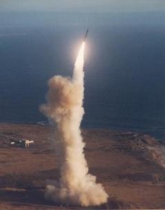 米空軍、ICBM「ミニットマン3」...