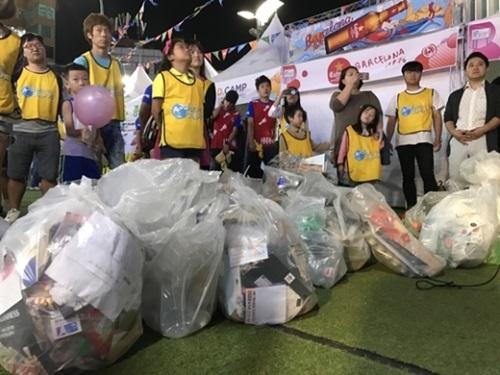 韓国で初めて「スポーツGOMI拾い」大会が16日、ソウル延世路で開催された。1時間の間40人の選手たちが収集したごみは51.6キログラムに達した。