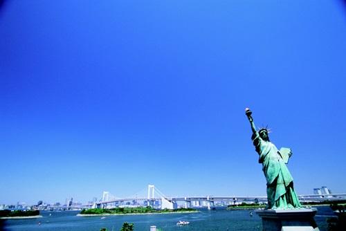 お台場にある小さな自由の女神像。(写真=旅行博士)