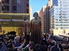 米国大都市最初にサンフランシスコに建てられた慰安婦記念碑。