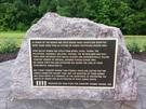 2014年除幕式を行った米国バージニア州フェアファックス庁舎に設置された旧日本軍慰安婦記念碑。当時、日本大使館はフェアファックスに電子メールを送るなど抗議した。(写真=ワシントン挺身隊問題対策委員会)