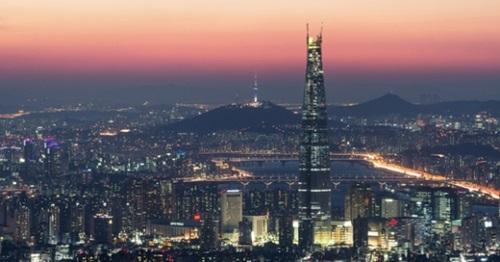 南漢山(ナムハンサン)城から見たソウルの夜景。
