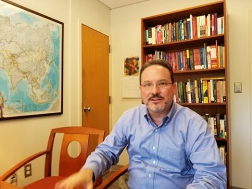 ジョージタウン大学のマイケル・グリーン教授が20日(現地時間)、ドナルド・トランプ大統領の訪韓をテーマにした中央日報とのインタビューに答えている。