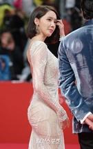 12日午後、釜山海雲台区佑洞の映画の殿堂で開かれた「第22回釜山国際映画祭(BIFF)」のレッドカーペットイベントに登場した少女時代のユナ。