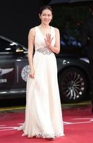 12日午後、釜山海雲台区佑洞の映画の殿堂で開かれた「第22回釜山国際映画祭(BIFF)」のレッドカーペットイベントに登場した女優のソン・イェジン。