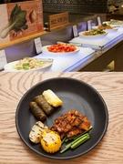 いろいろな種類の韓国料理を味わえることで人気のビュッフェ「季節(ケジョル)パッサン ソウル駅舎店」も、平日のランチなら14,900ウォン(大人)とリーズナブル。新鮮野菜を用いたヘルシー料理や定番のサムギョプサル、チゲ類など幅広く堪能できます。