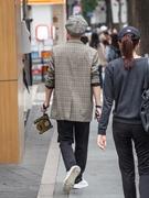 平均気温が15度前後の日が続き、日に日に秋が深まってきているソウル。街行く人の装いもすっかり秋モードになっています。今秋はチェック柄が流行アイテムの1つです。