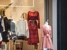 春夏からのトレンドファッション、ベルトマーク。全体をすっきりまとめてくれるスタイルは、秋冬も引き続き流行中です。