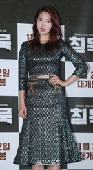 24日午後、ソウル龍山CGVで行われた映画『沈黙』マスコミ試写会のフォトタイムに登場したパク・シネ。