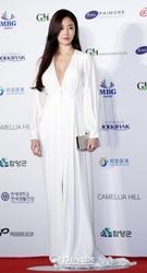 25日午後、ソウル世宗文化会館で開かれた第54回大鐘賞授賞式に登場した女優キム・サラン。