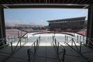 来年2月の平昌冬季オリンピックと3月の冬季パラリンピックの開会・閉会式など計4回の行事だけがここで開かれる。右側の7階規模の本棟は大会後の来年3月から3階規模に縮小される。