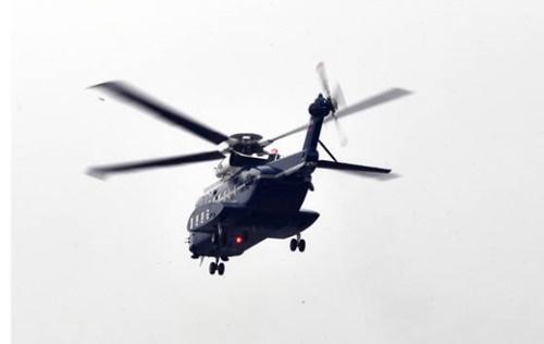 文在寅大統領が就任後初めての外部行事に参加するために5月12日ヘリコプターに乗って青瓦台で移動している。(写真=青瓦台写真記者団)