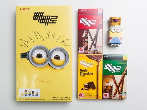 数ある商品の中でも、今年は韓国コンビニの商品が注目を集めています。人気キャラクターを使用したパッケージやおまけ付きのお菓子が続々登場。GS25は、「ペペロ」限定バージョンの「ミニオンズ」や「バーバパパ」のセットを販売中。「ミニオンズ8個入り」(9,600ウォン)には、「ペペロ」8個と組み立て式ペーパートイ(1種)が入っています。