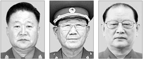 左から崔竜海(チェ・ヨンヘ)労働党副委員長、黄炳瑞(ファン・ビョンソ)総政治局長、金元弘(キム・ウォンホン)総政治局第1副局長。